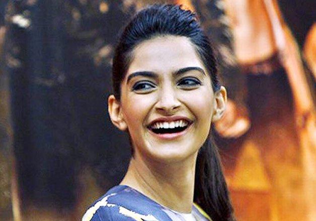 sonam kapoor smiling in - photo #8