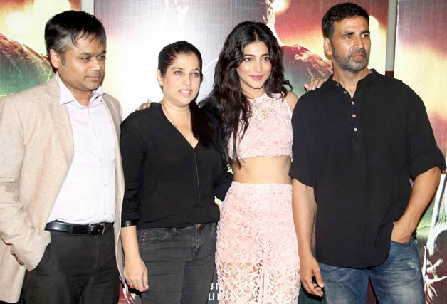 Akshay Kumar, Shruti Haasan unveil Gabbar Is Back trailer