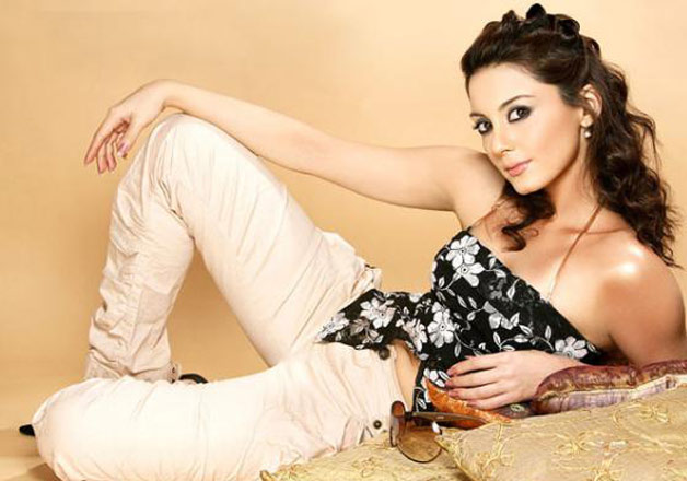 .Birthday Special: Check out the hot pics of Minissha Lamba