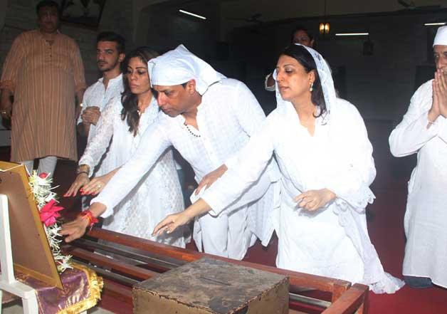 Bollywood fraternity attends prayer meet of Madhur Bhandarkar mother