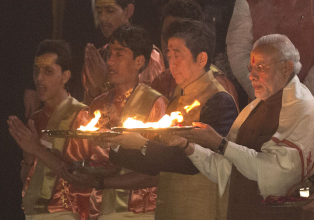 PM Modi, Abe perform Ganga Aarti in Varanasi
