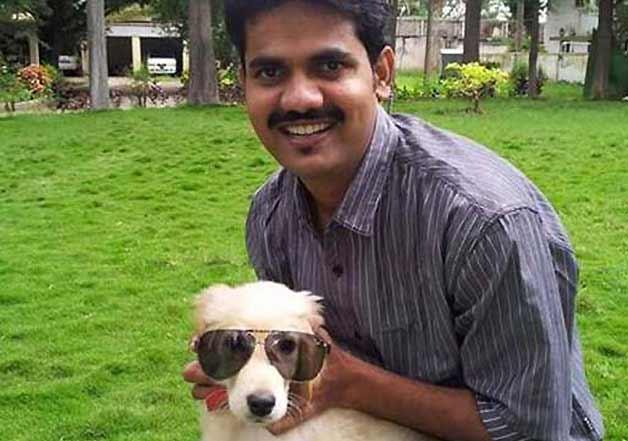 Pet dog of deceased IAS officer DK Ravi pays tribute