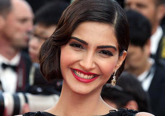 Pictures that prove Sonam Kapoor is the smiling angel of Bollywood