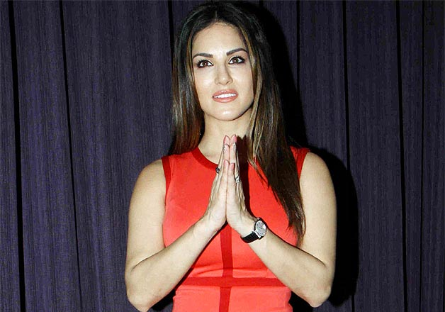 Red hot Sunny Leone promotes Ek Paheli Leela with Jay Bhanushali