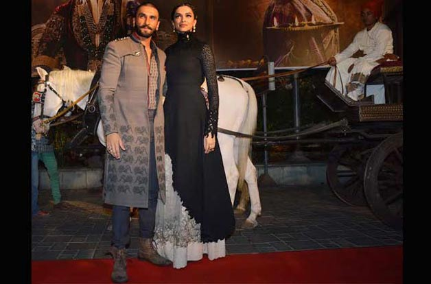 .Royal Ranveer, Deepika sizzle at Bajirao Mastani trailer launch