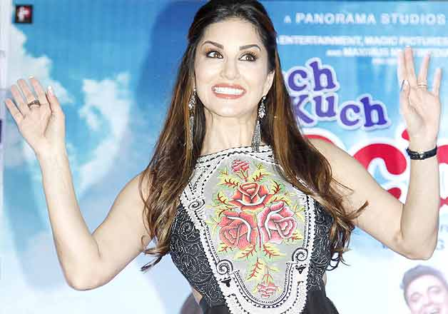 Sunny Leone dances in mall to promote Kuch Kuch Locha Hai