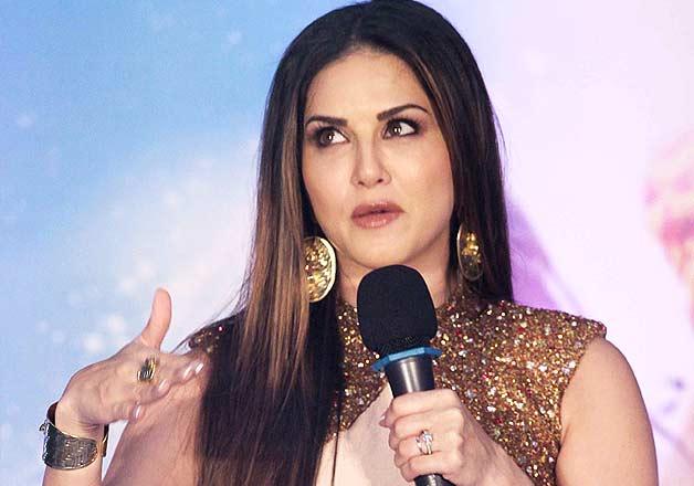 Sunny Leone promotes Ek Paheli Leela in Thane