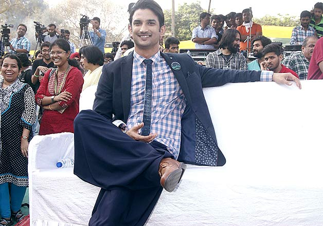 Sushant Singh Rajput shows his moves and woos female fans at an event