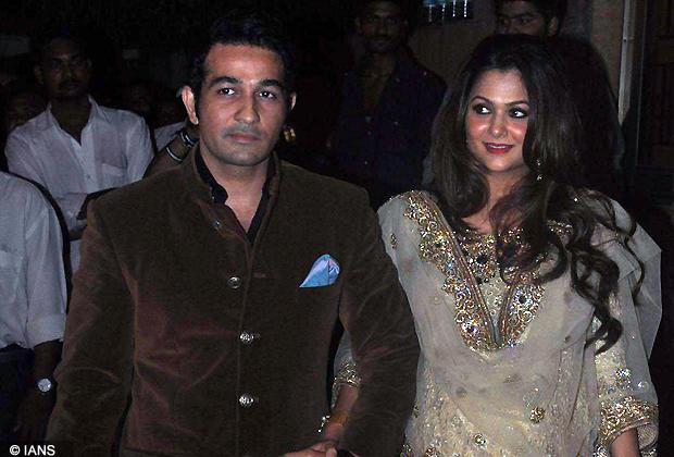 866ceda4fb6 Bollywood actress Amrita Arora with husband Shakeel Ladak at Saif Ali Khan  and Kareena Kapoor Sangeet