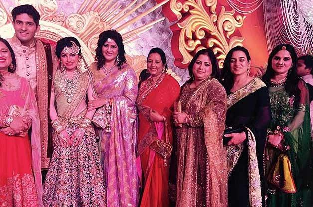 gulshan kumar with family के लिए इमेज परिणाम